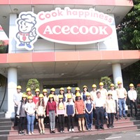 Hình ảnh sinh viên chất lượng cao tham quan Acecook