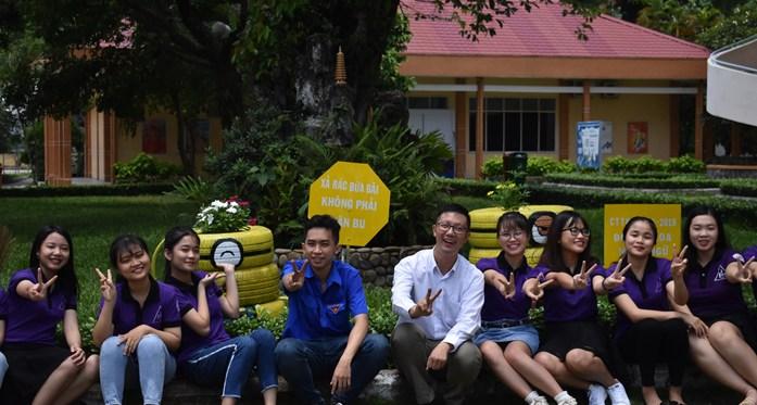 Khánh thành công trình thanh niên Đoàn khoa Ngoại ngữ năm học 2018-2019