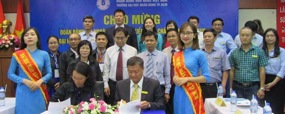 Lễ ký biên bản kết thúc đợt đánh giá ngoài chính thức cấp cơ sở giáo dục giữa Trung tâm KĐCLGD - ĐHQG TP.HCM và trường ĐHNH TP. HCM ngày 26/8/2017