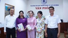 Ban Lãnh đạo Văn phòng tặng quà mừng ngày Phụ nữ Việt Nam