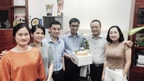 Chúc mừng sinh nhật cán bộ, viên chức văn phòng